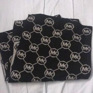 Michael kors signature scarf reversible nwot